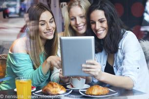 Frauen suchen lokal regional im Internet